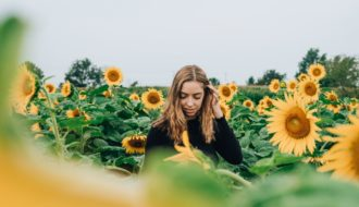 6 Ways To Approach A Woman Online In {YEAR_LONG} Post Thumbnail